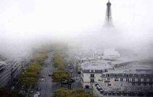 عکس/ نمایی زیبا از پاریس و برج ایفل در مه
