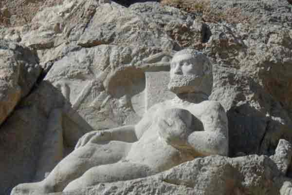 هرکول بیستون | جاذبه های گردشگری تاریخی ایران