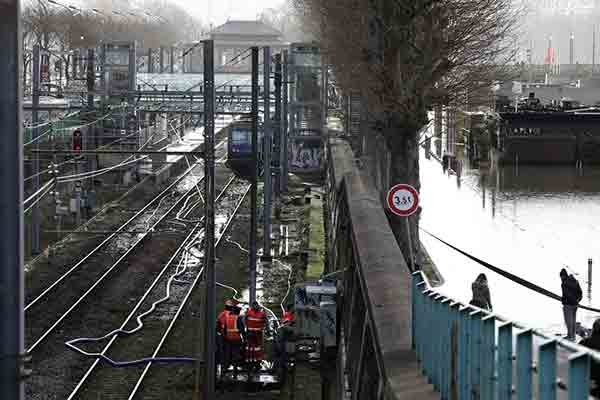 سیل در پاریس به روایت تصویر
