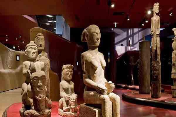موزه برنلی پاریس سقفی برای هنرهای اولیه