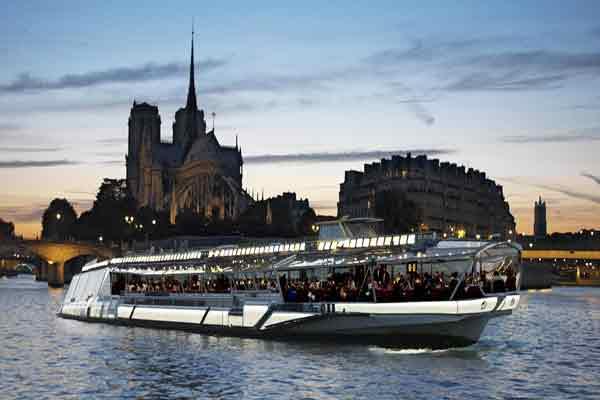 [عکس: jean-sebastien-mouche-bateaux-mouches-no...-paris.jpg]