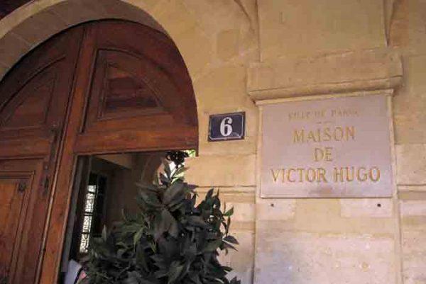 میدان ووژ , Place de Vosges ,سفر به فرانسه ,پاریس,گردشگری,پاریسگردی,موزه ,لوور,,