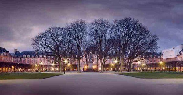 میدان ووژ , Place de Vosges ,,پاریس,گردشگری,پاریسگردی,موزه ,ایفل,نتردام,لوور,,