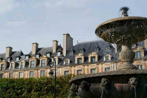 میدان ووژ, Place de Vosges ,سفر به فرانسه ,پاریس,گردشگری,پاریسگردی,موزه ,ایفل,نتردام,لوور,,