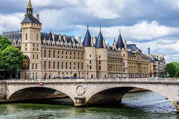 قلعه کونسیرژری و قدیمی ترین ساعت پاریس