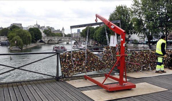 پاکسازی پل عشاق از قفل ,پل عشاق
