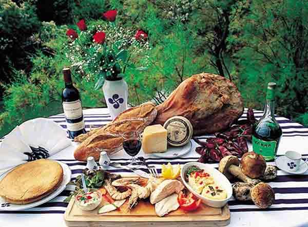 فرهنگ غذایی و آشپزی فرانسوی ,غذاهای فرانسوی , رستوران های فرانسوی ,france, پاریس ,قهوه ,آداب و رسوم فرانسوی ها, فرهنگ , خوراک ,غذا , فرانسه , paris,french,صبحانه فرانسوی,ناهار فرانسوی
