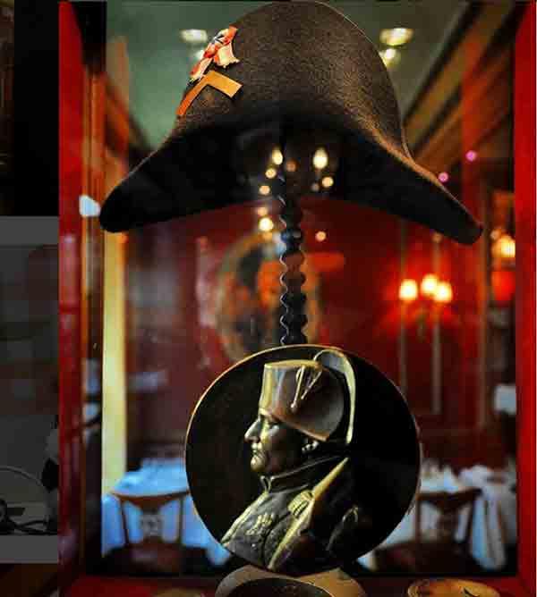 کلاه بناپارت ناپلئون در کافه پروکوپ پاریس