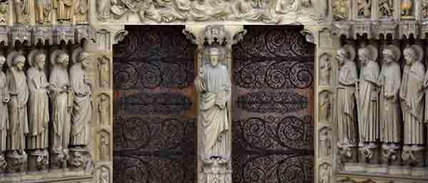 قفل شیطانی در کلیسای جامع نوتردام