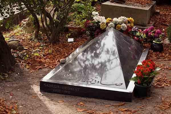 ایرانیان مدفون در قبرستان پرلاشز پاریس,قبرستان پرلاشز,ایرانیان,پرلاشز,ایرانیان در پاریس,پاریسگردی,صادق هدایت