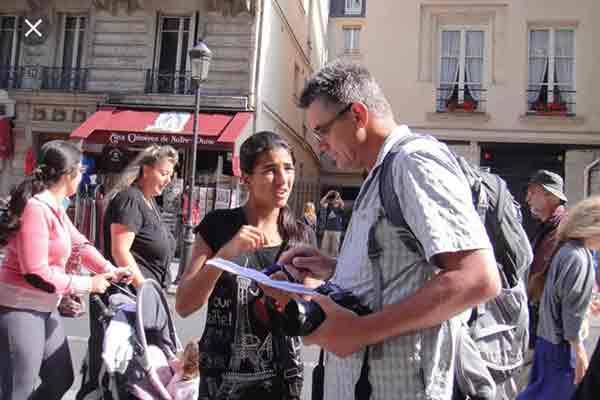 کلاهبرداری جمع آوری امضا برای خیریه در پاریس,کلاهبرداری از توریستها در پاریس ,کمک به خیریه , جمع آوری امضا