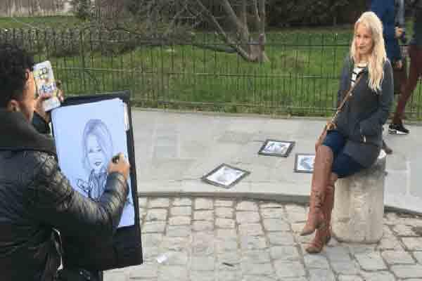 پرتره رایگان,کلاهبرداری از توریستها در پاریس
