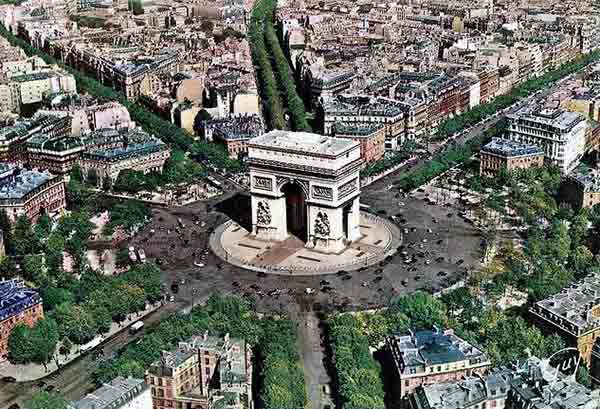 ArcTriomphe_La-place-de-l'eacute;toile-vue-du-ciel
