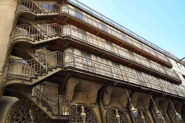 پله های اضطراری تئاتر پله رویال پاریس