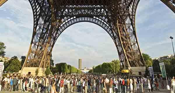 بهترین زمان سفر به پاریس , فصل افزایش تراکم گردشگر