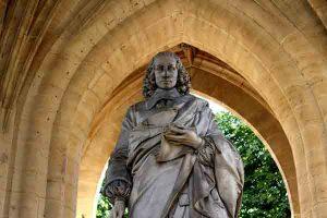statue de Blaise Pascal de la Tour Saint Jacques