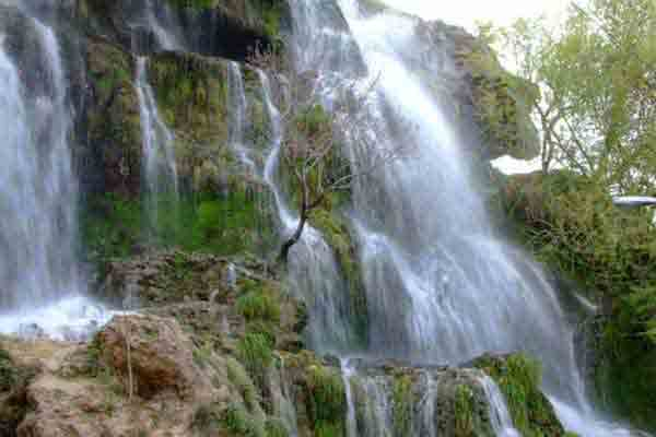 آبشار نیاسر کاشان | بکرترین و زیباترین آبشار ایران | پربازدیدترین جاذبه های گردشگری ایران