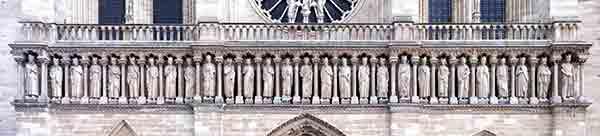مجسمه پادشاهان یهود در نمای کلیسای نتردام پاریس