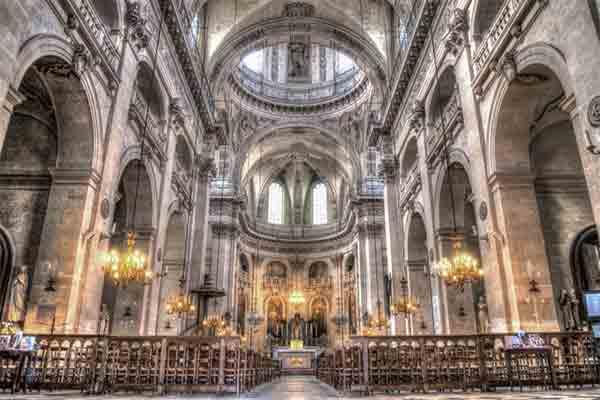 کلیساهای غیر معمول پاریس که باید ببینید | کلیساهای پاریس