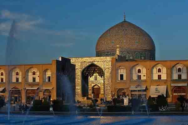 مسجد شیخ لطف الله اصفهان | شاهکار معماری و کاشی کاری دوران صفوی
