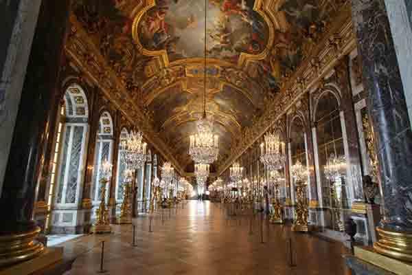 تالار آینه در ورسای فرانسه در فهرست میراث جهانی یونسکو به ثبت رسیده است.